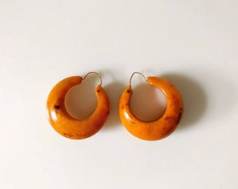 vintage marbleized orange lucite hoop earrings