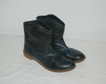 Women Size 7 1/2 Vintage Levi's Gray Leather Ankle Boots/ Booties