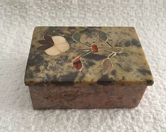 Alabaster Inlay Trinket Box, hand Crafted, Floral Inlay, India, Mother of Pearl Inlay, Rectangular Lidded Marble Box