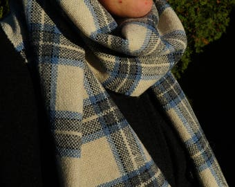 Light chequered woolen scarf handwoven on small tablelooms