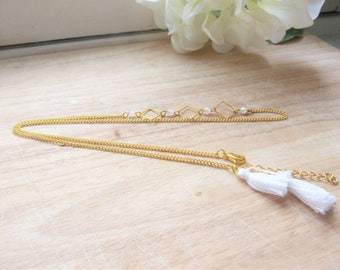 Hair jewelry / romantic Headband gold metal, white pearls and Pompom
