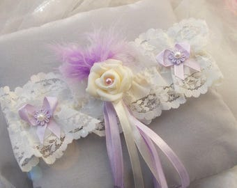 Garter with ivory rose, accompanied by Purple Ribbon/plulme