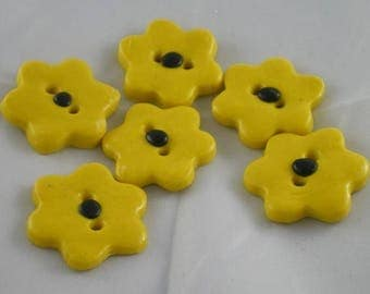 Boutons009 - Black and yellow flower button