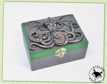 Green and bronze Cthulhu dice box