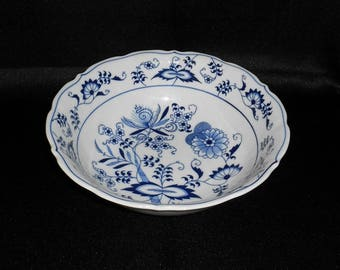 Blue Danube China Blue Onion Pattern Round Vegetable Serving Bowl-Rectangle Mark