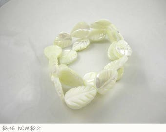ON SALE Cream Leaf Mother of Pearl Beads Bleached Mother of Pearl Leaves Bead Cream Mother of Pearl Cream Beads 20x15mm (2 pcs) 4V21