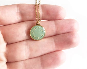 Mint/gold daisy chain pendant necklace • pendant necklace, gifts for her, dried flower necklace