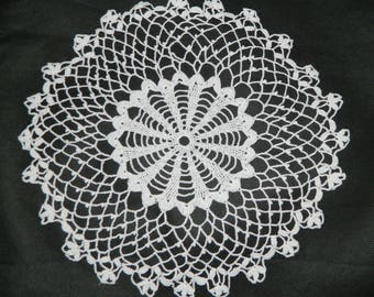 handmade French lace doily crocheted french VINTAGE round 27cm d