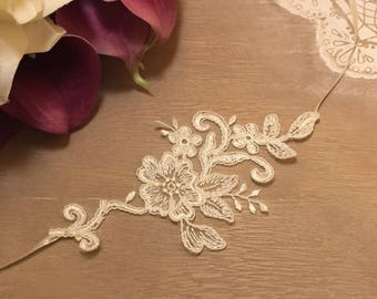 Bridal ivory flower lace necklace * alcee *.
