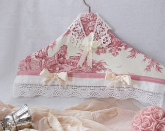 hanger in French toile de Jouy and old lace, made in France, unpractical hanger, shabby chic, romantic hanger, handmade