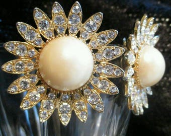 Vintage Richelieu Daisy Earrings Faux Pearl Crystal rhinestone sun chunky large clip wedding earrings designer earrings Excellent Condition!