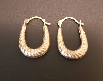 10kt Gold Hoop Vintage Earrings. Ribbed Real Gold Puffy Gold Earrings