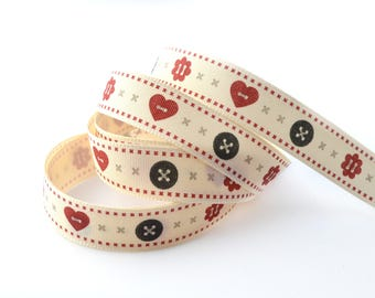 Ribbon pattern beige and red buttons 15 mm