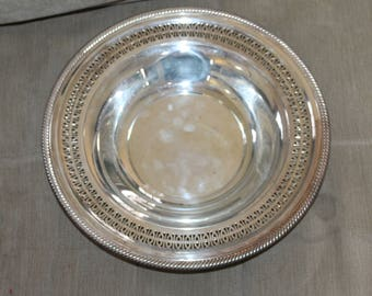 Vintage Platter Bowl, Serve Soup or other Items That Require a Large Bowl,, Silver WM Rogers Silver Number 835. Pierced Edging, Ornate Decor