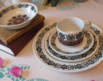 70s Broadhurst Dinner Set / Kathie Winkle Romany Design / 70s Ceramic Dinnerware / Retro Place Setting