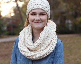 Chunky Wool Natural Cream Crochet Infinity Scarf // Chunky Crochet Infinity Scarf (Scarf Only)