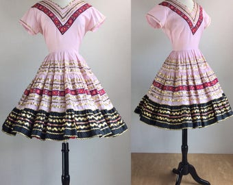 1960's Pale Pink Black & Gold Full Circle Skirt Mexican Patio Dress | Size Medium/Large