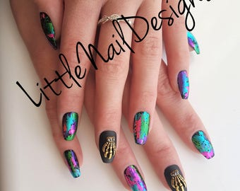 Skull Charms Holographic | Gothic | Hand Painted False Nails | Little Nail Designs