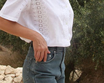 Vintage white embroidered lace coton button down shirt.size m