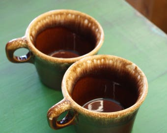 Set of 2 Hull USA Brown Drip Mugs
