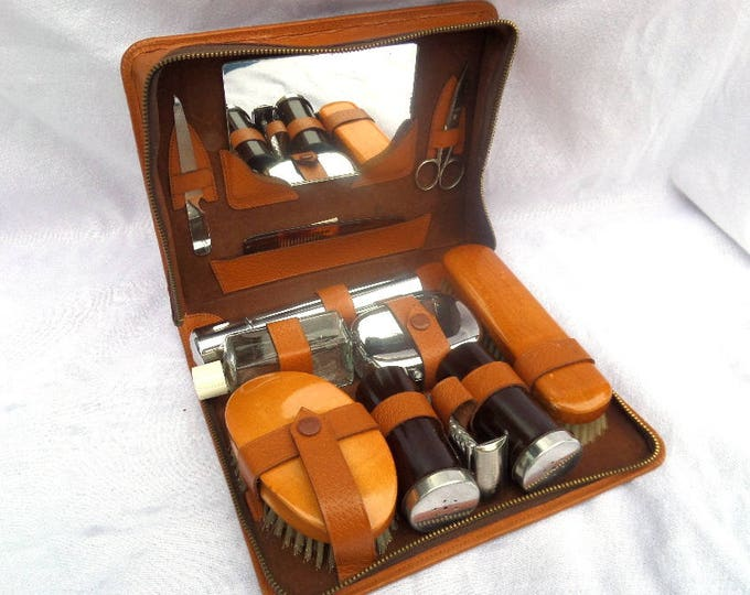 Gentleman's Grooming Kit, Gillette Safety Razor, Mirror, Brushes, Soap Dish, Nail Care, Mid Century Tan Leather Case, Excellent Condition