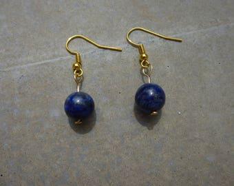 Earrings with lapis lazuli bead