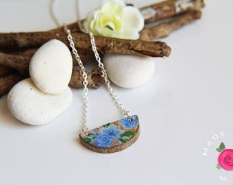 """Wooden necklace painted - floral pattern, Japanese - SECRET GARDEN - a season in the Japan - """"Love"""""""