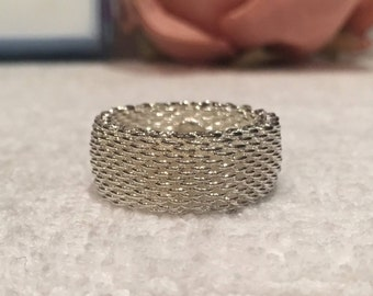 Exceptional Vintage Retro STERLING SILVER Wide Ring-Lovely Woven Flexable Mesh Cigar BAND Design-Uk Size R-Us Size 8 5/8 - 6.13 grams