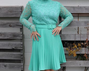 Gorgeous Teal Lacey 1950s Dress
