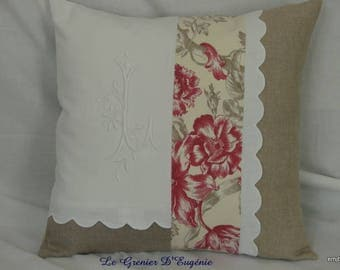 Linen pillow embroidered with a monogram * L *.