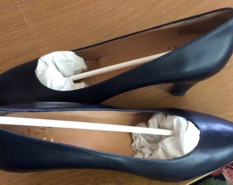 NEVER WORN Italian Made Brooks Brothers Navy Pump 8 1/2B
