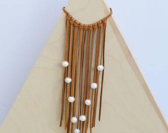 Leather bib necklace with 11 freshwater pearls