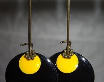 EARRINGS black and yellow enameled metal
