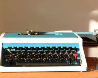 Retro typewriter / Underwood 315 Olivetti France / 70s / turquoise / made in Spain / keyboard AZERTY
