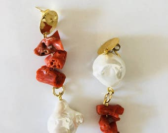 Corals and pearls asymmetrical earrings