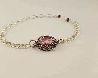 Chain bracelet with rose colored charm