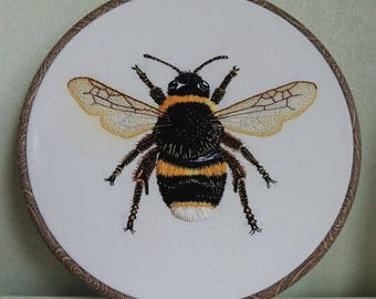 Bumble bee hand embroidery in wood grain effect hoop