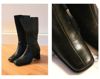 Vintage Minimalist Black Leather Boots | Mid Calf Boot With Square Toe & Square Heel | Size 8