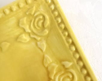 Roses yellow plate