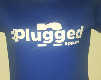 PLUGGED N APPAREL T-SHIRT w/plugged n apparel written through the plugg