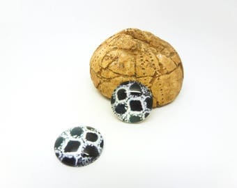 "2 glass cabochons 16mm ""snake"" print black and white (SFCV10-6)"