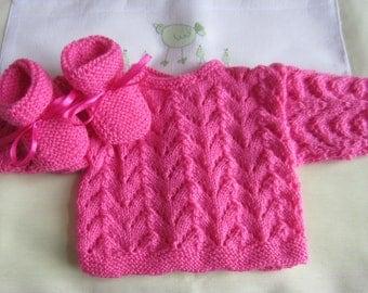 "Bra and ""pink birthstone"" baby booties - handmade knit"