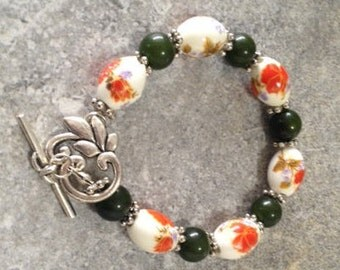Porcelain and green agate bracelet