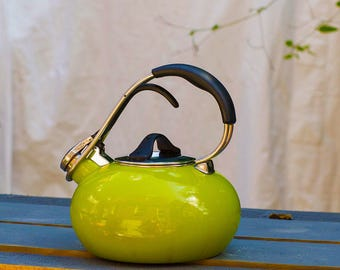 Vintage Chantal Lime Green Teapot, Chantal Tea Pot, Tea Kettle, Chantal Classic Loop 1.8 Quart, Enamel on Steel, Classic Teakettle