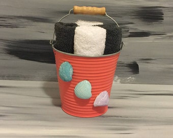 Coral Beach Bathroom Bin - Bathroom Wash Cloth Holder with Seashells. 2 dark gray and 2 white wash cloths.