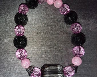 Pink and black stretchy beaded bracelet (FREE U.S. Shipping)