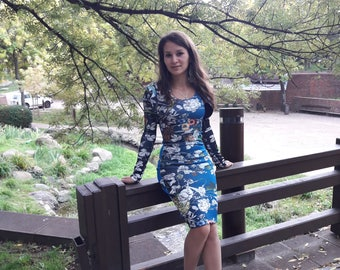 Everyday blue sports dress without sleeves, with printed flowers and short jacket