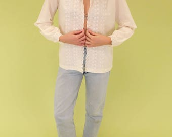 Beautiful ivory vintage blouse with floral embroidery and eyelet detailing SIZE S-M