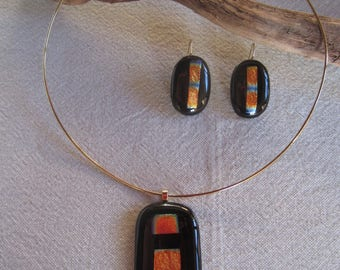 Crew neck torque glass pendant set black, gold and matching earrings