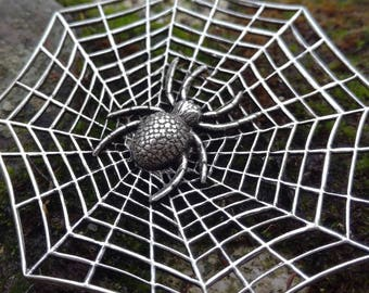 Spider and Web Brooch Pin's Halloween Brooch Gothic Spider Lapel Pin Gift Insect Brooch